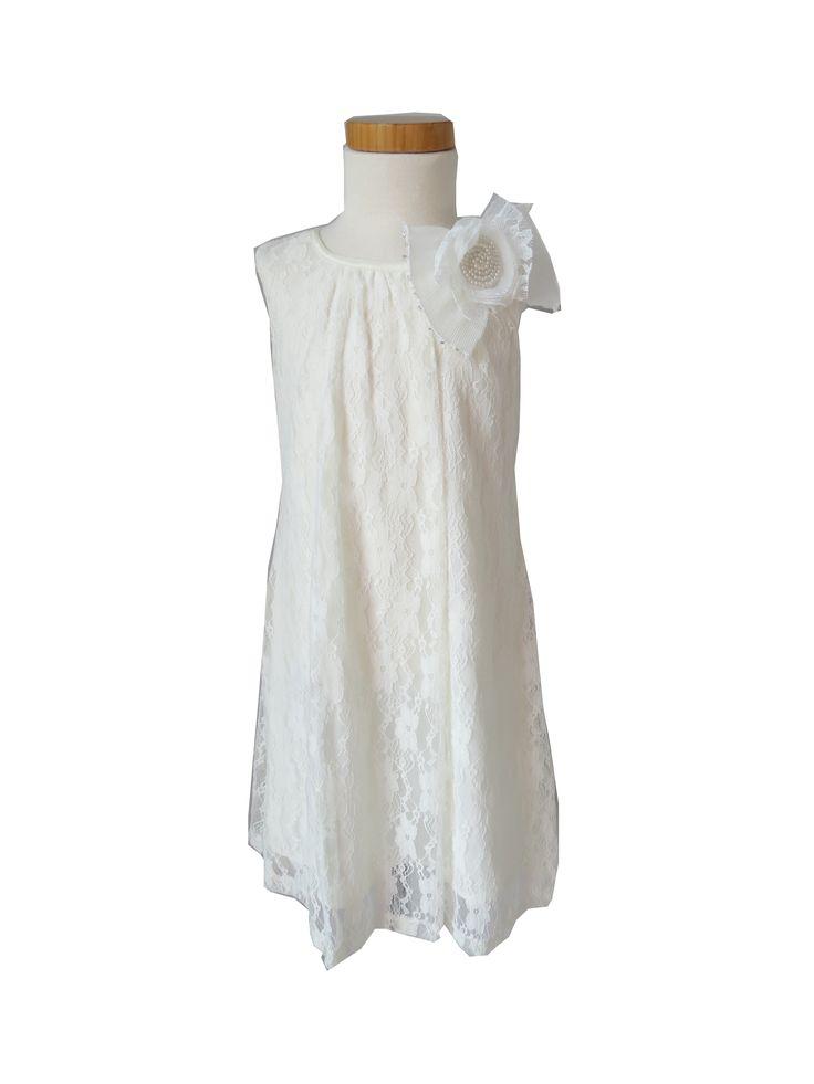 Pia, kort ivoren kanten jurkje voor een bruidsmeisje