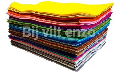 Pakket met 86 verschillende kleuren 100% wolvilt van uitstekende kwaliteit. Lapjes 20 x 30 cm. Meer informatie http://www.bijviltenzo.nl
