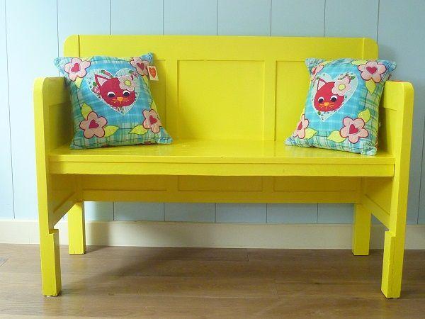 Kinderkamer kleur yellow bankje geel gemaakt van oud bed kids deco styling for Kinderkamer deco