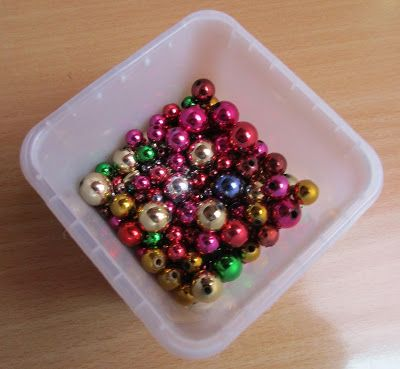 how to: miniature Christmas ornaments from beads