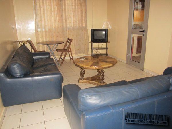 Salon studio meublé à louer à Yaoundé Biteng