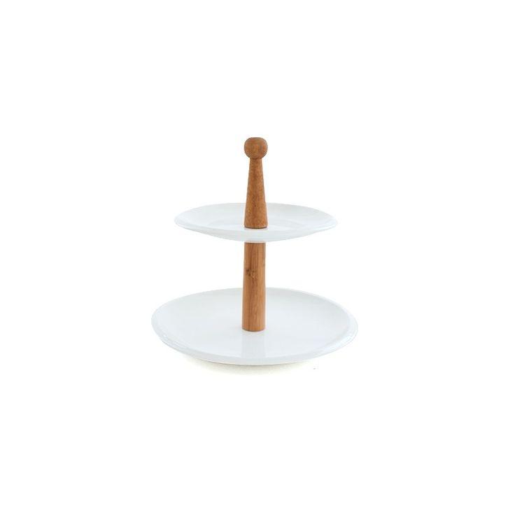 Este lindo plato 2 pisos es ideal para poner el aperitivo, cupcakes o ensaladas hará lucir tu mesa mucho más entretenida.Material: loza blancaMedidas An 25 cm Al 25 cm La 25 cm