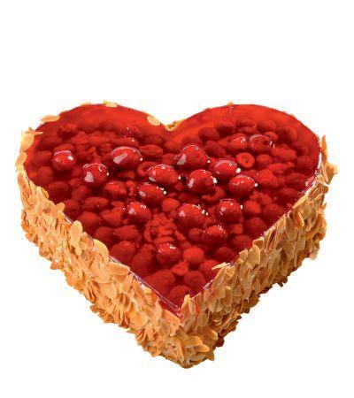 Dortové srdce Malinové Dort ve tvaru srdce s nadýchaným piškotovým korpusem proloženým lehkým krémem z mascarpone, pokrytý čerstvými malinami s přelivem z ovocného želé, ozdoben zlatavými praženými mandlovými plátky.
