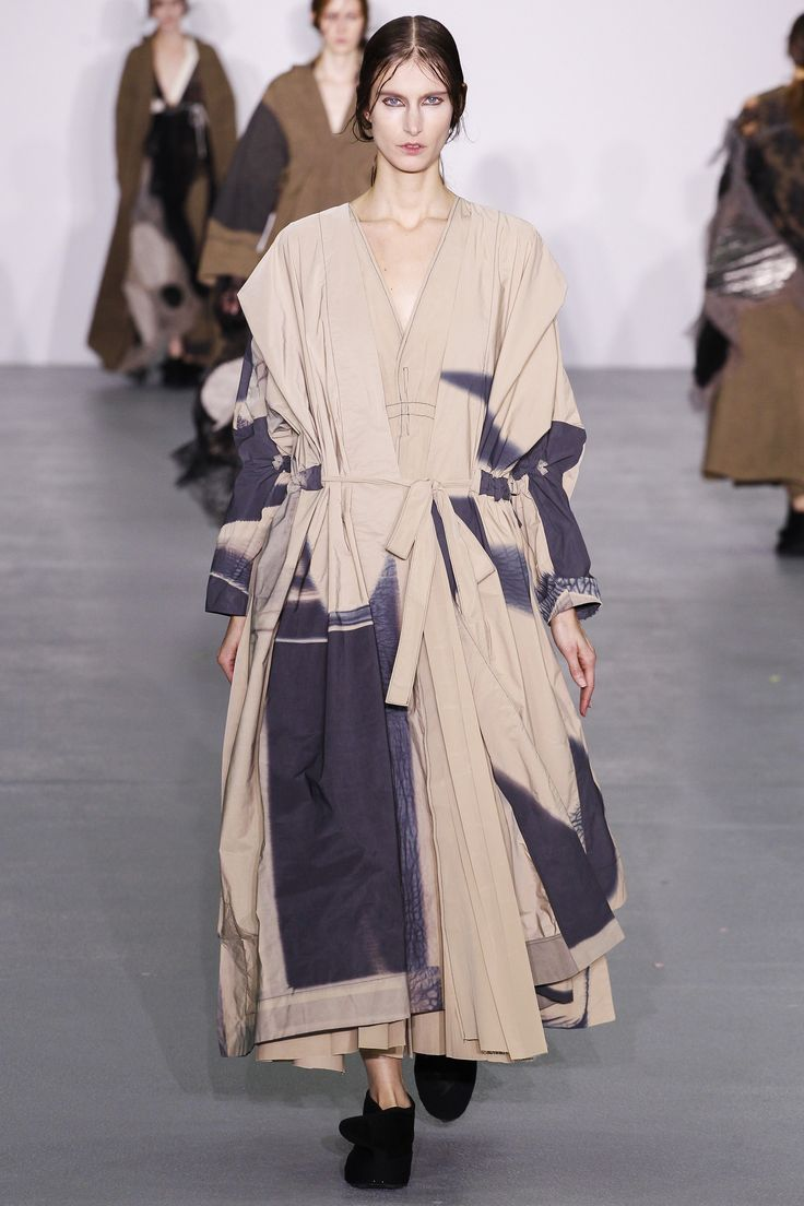 Central Saint Martins Fall 2016 Ready-to-Wear Fashion Show