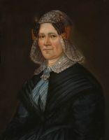 1850 Zaanstreek. Geertje Jongh Visser (1796-1863)was dedochter van de schout van Durgerdam.In tegenstelling tot haar man draagt zij wel streekgebonden kleding. Haar kledingstraalt weelde uit: ze draagt een diamanten broche, een gouden oorijzer, zijnaalden en kapspelden met diamanten. Onder het kanten kraagje van de zijden jurk is een zijden dasje geknoopt. Dit Zaanse mutsje is sober, er is veel minder kant in verwerkt dan in de meer algemene Noord-Hollandse kap. #Zaanstreek…