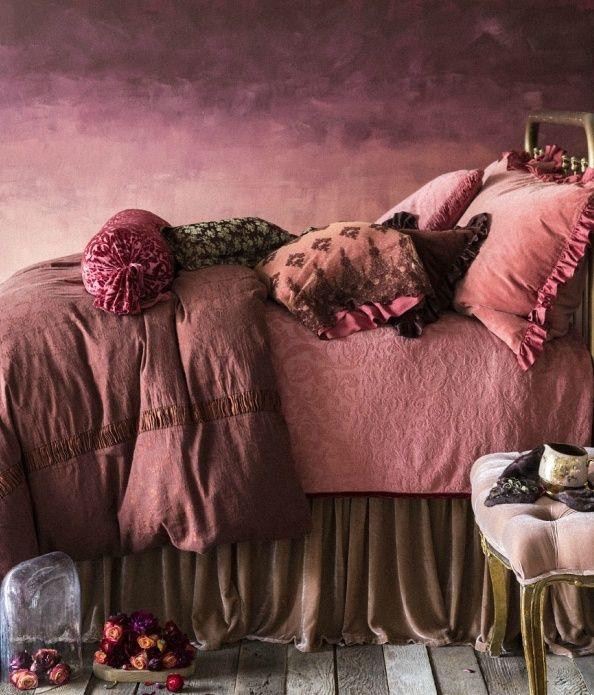 Vermelho marsala para um quarto muito íntino e aquecido | Eu Decoro
