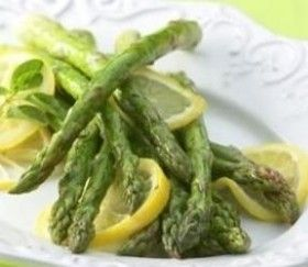 ASPARAGI AL LIMONE - www.iopreparo.com: Gli asparagi al limone sono tipici della cucina italiana e rappresentano un antipasto o un contorno stuzzicante ed appetitoso. Gli asparagi sono ricchi di fibre, sali minerali e vitamine ed hanno la proprietà di essere depurativi, disintossicanti, diuretici e drenanti.