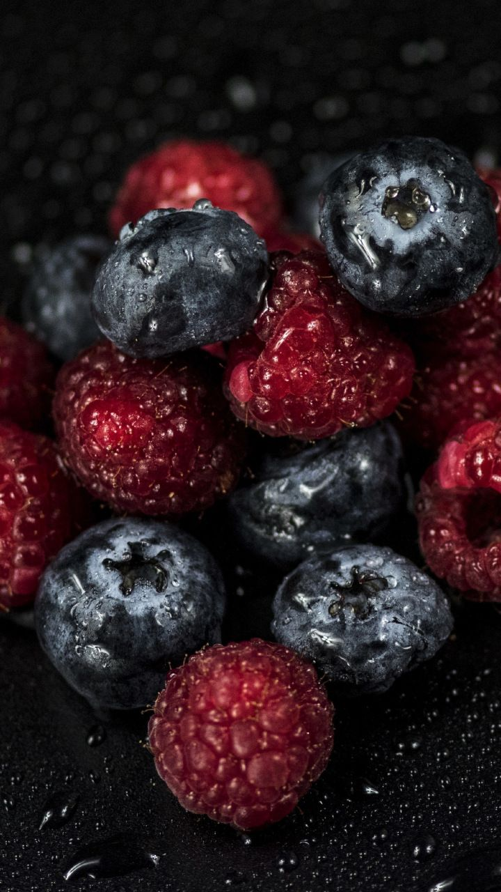 Raspberries Blueberries Fruits Drops 720x1280 Wallpaper Fruit Wallpaper Fruit Fruit Photography