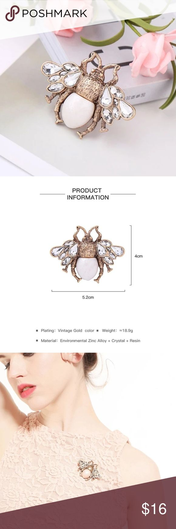 New Gold Color and Crystal Bee Vintage Brooch ❤ New Cue Gold Color and Crystal Bee Vintage Brooch ❤ High Quality Accesories  ❤ Materials: Crystal, Acrylic and Zinc Alloy    ? Fast Shipping ? Jewelry Brooches