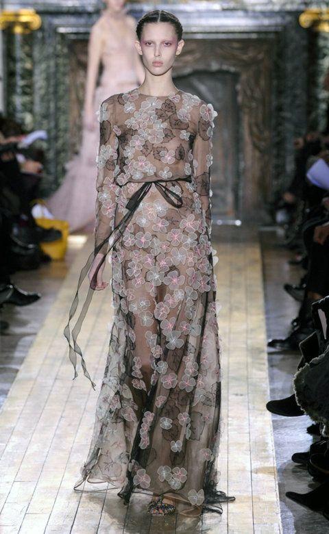 Desfile de Valentino. París. Fotos, crónicas, diseñadores y modelos de todos los desfiles de la pasarela de Alta Costura Primavera-Verano 2011. Alta Costura - Primavera-Verano.