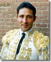 César Rincón, arguably the best Colombian torero in history, one of the best ever to emerge from the Americas, one of the best -- without respect to origins -- performing anywhere in the second half of the twentieth century.