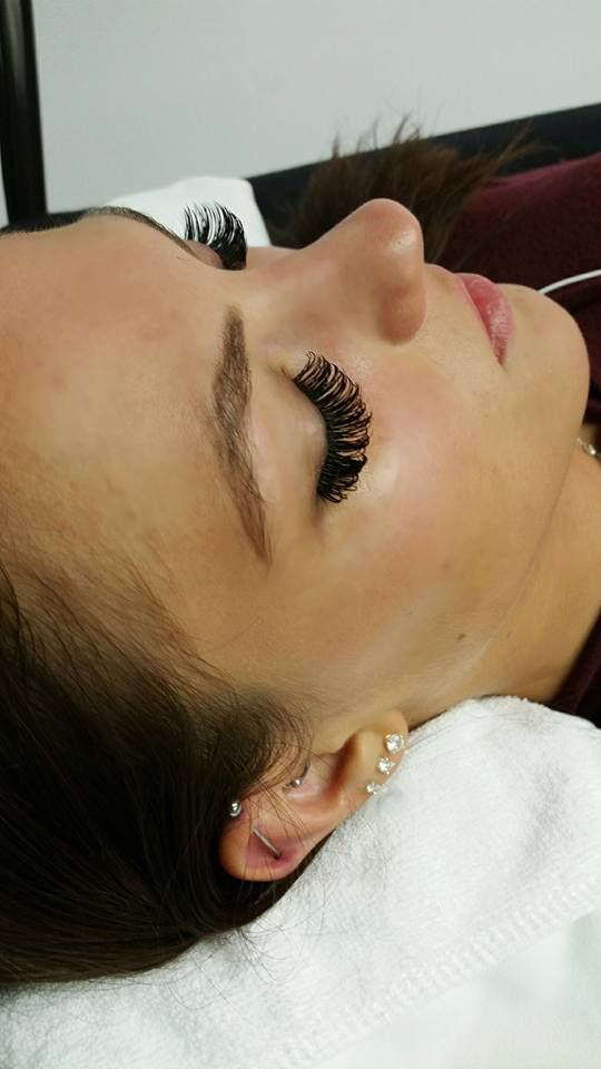 Long Lashes Extension using the volume eyelashes method. Available in Chicago or Skokie, IL