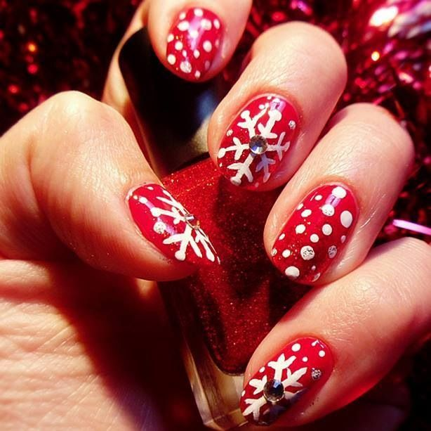 Röda och vita snöflingor med glitter