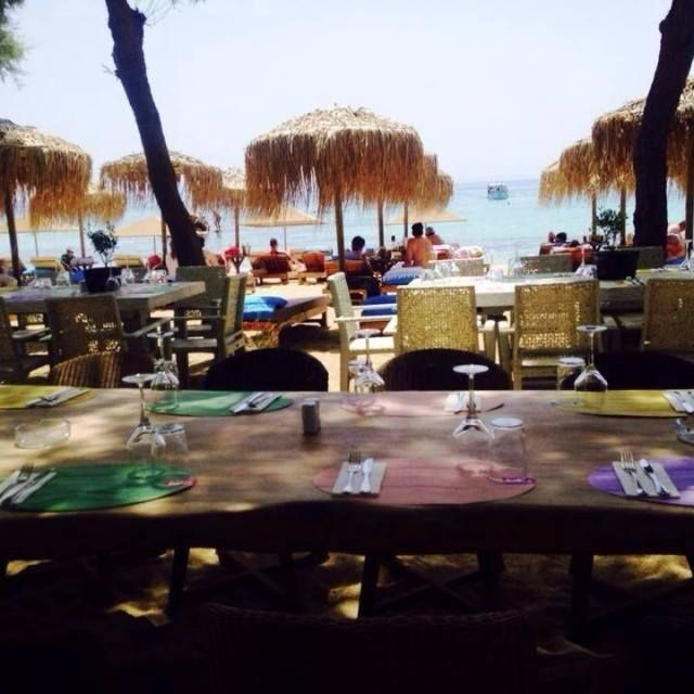 #So Cool!!! Can you #feel the #sand beneath your toes during the #lunch? #foodtime #delicious #food #great #place #bestplace2be #love #summer #summer2015 #amazing #view #calm #sea #kaluabeach #paragabeach #Greece #Mykonos #mumtime #yummy #kaluamykonos