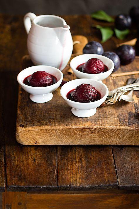 Yerbabuena en la cocina: Ciruelas en vino tinto