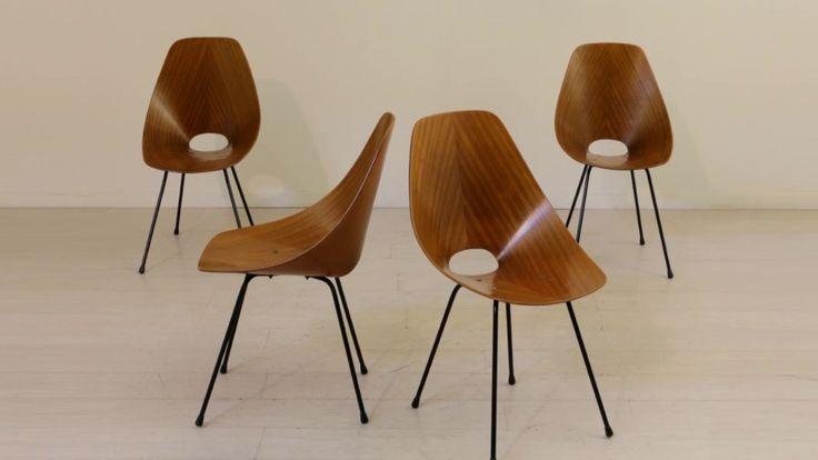 Gruppo di quattro sedie Medea in legno curvato, con struttura in tondino in metallo laccato. Designer: Vittorio Nobili Produzione: F.lli Tagliabue (sottofond...