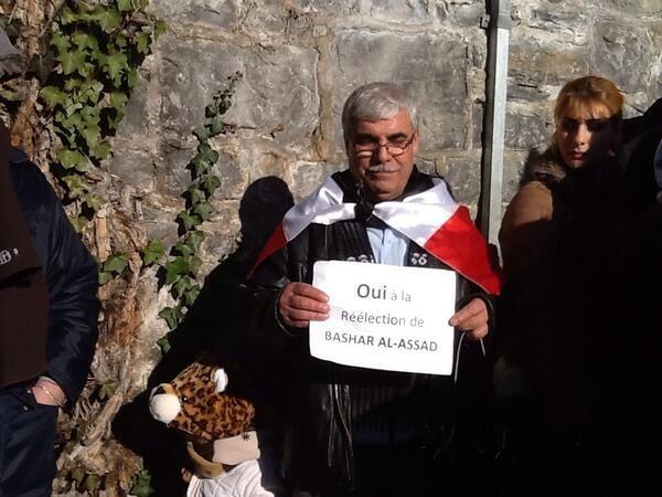 #Suiza. 'Sí a la reelección de Bashar Al Assad' se lee aquí. Mensaje en apoyo al Gob de #Siria en #Montreux (Foto: @HSalasteleSUR)
