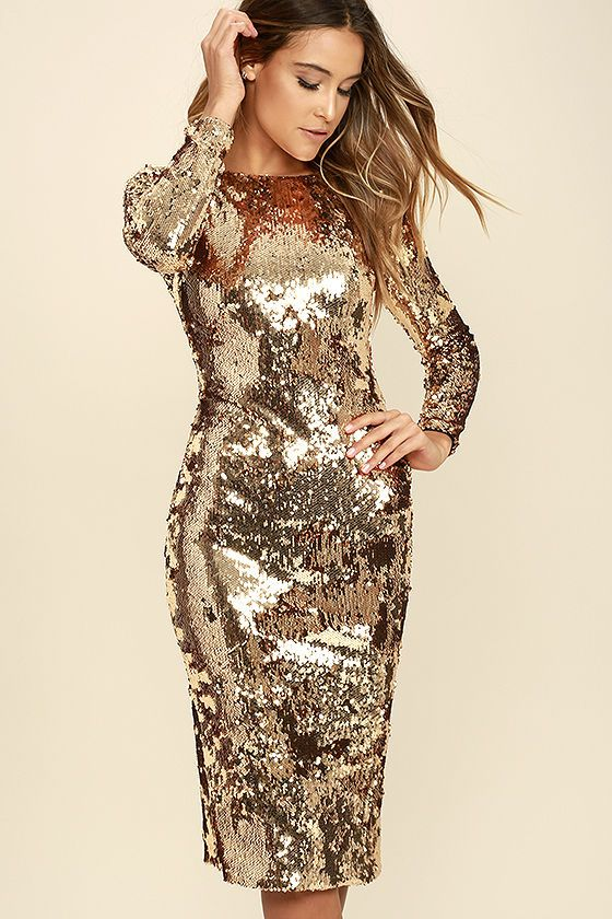 If your middle name is luxe, then the Dress the Population Emery Gold Sequin Midi Dress is the dress for you! Shiny gold sequins are absolutely opulent across a bateau neckline, long sleeves, and a low-dipping, V-back. Darted bodice extends into a bodycon skirt with a midi length and back pleat.