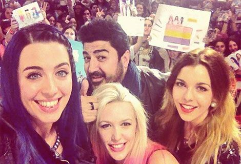 Selfie de Sonia, Alba y Ro con Tito Tony(: