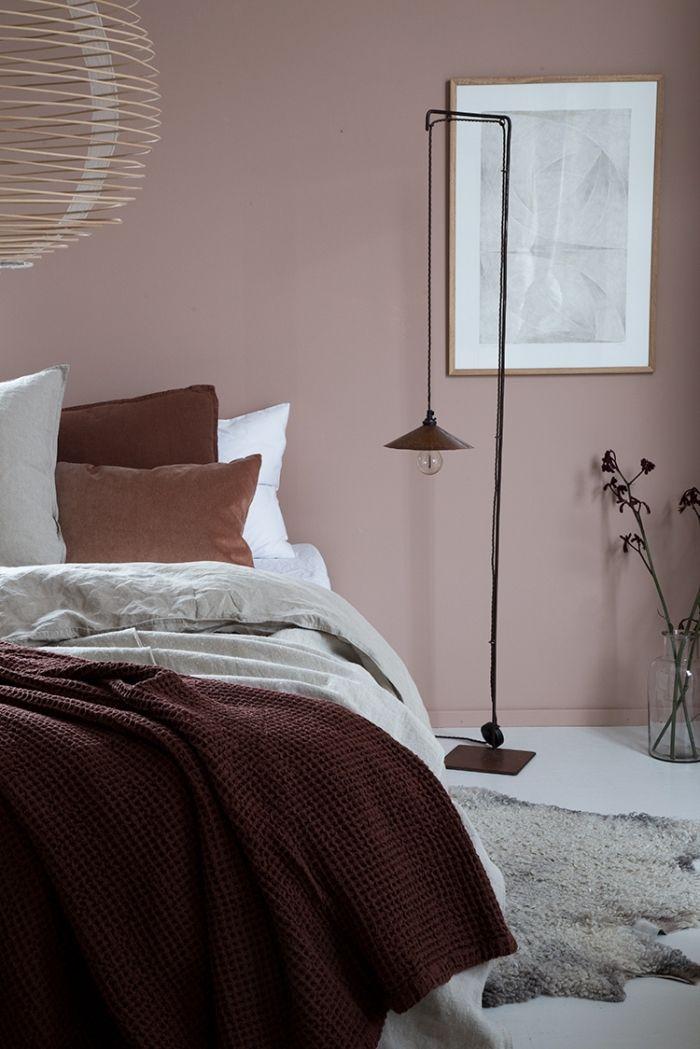 Idée Couleur Chambre Moderne, Décoration De Chambre à Coucher Aux Murs En  Rose Poudré, Modèle Tapis Imitation Peau Du0027animale