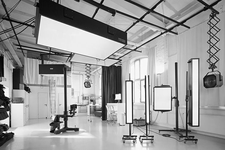 ///soon///  •  •  •  #studio #photography #fotografie #pt #gym #black #white #blackandwhitephoto #naturallight #soon #like #comment #Amsterdam #westerpark #fit #models #girl #modelgym #fotostudio #color #tropical #not #our #pictures