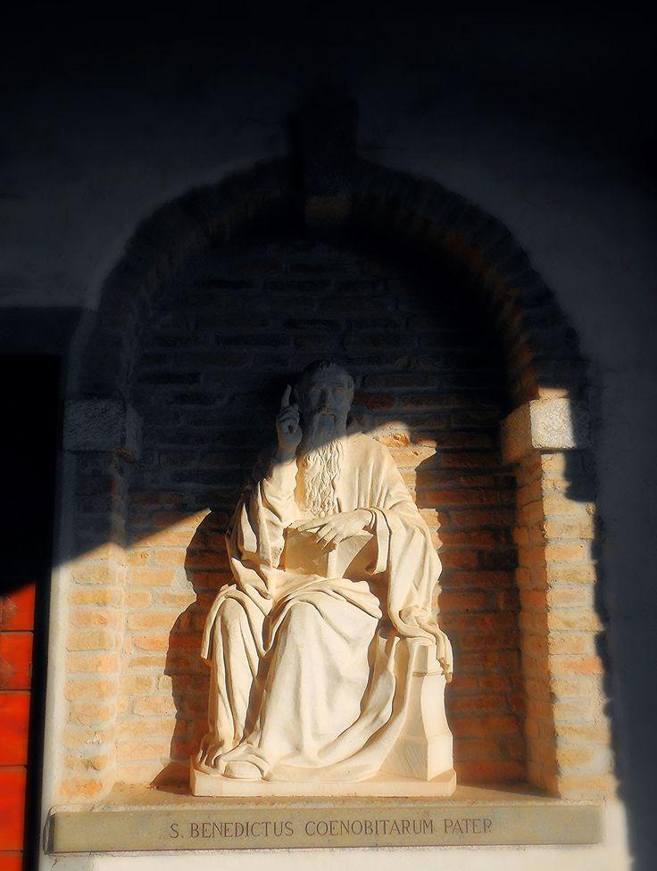 https://flic.kr/p/EiBgCk | Eremo Camaldolese del Monte Rua  ( 1537 ) -  Torreglia - Padova | Statua di San Benedetto