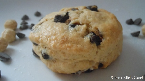 Chocolate chip and Hazelnut Scones http://saboreamielycanela.blogspot ...