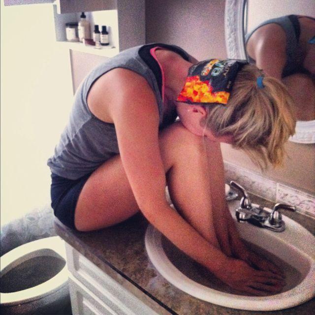 Se você costuma sentir dores de cabeça vai achar esta dica extremamente útil. Leia como, em poucos passos, conseguirá curar instantaneamente qualquer dor de cabeça. 1 - Encha uma bacia larga com um pouco de água morna. 2 - Sente-se com a bacia à sua frente e coloque as mãos e os pés dentro …
