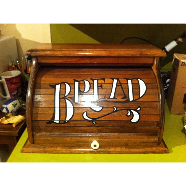 New awesome vintage breadbox.Breadbox Dyi, Dreams Kitchens, Biscuits Jars, Breads Boxes, Dyi Ideas, Crackers Jars, Cake Carriers, Breads Boards, Awesome Vintage