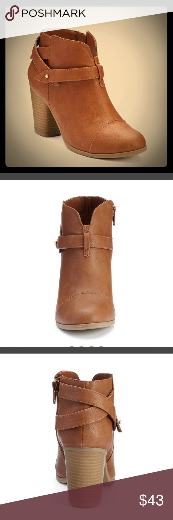 😍Slit Ankle Booties😍 😚NWT Slit ankle booties by LC Lauren Conrad in cognac. 3 inch stacked heel. Size 7😚 LC Lauren Conrad Shoes Heeled Boots