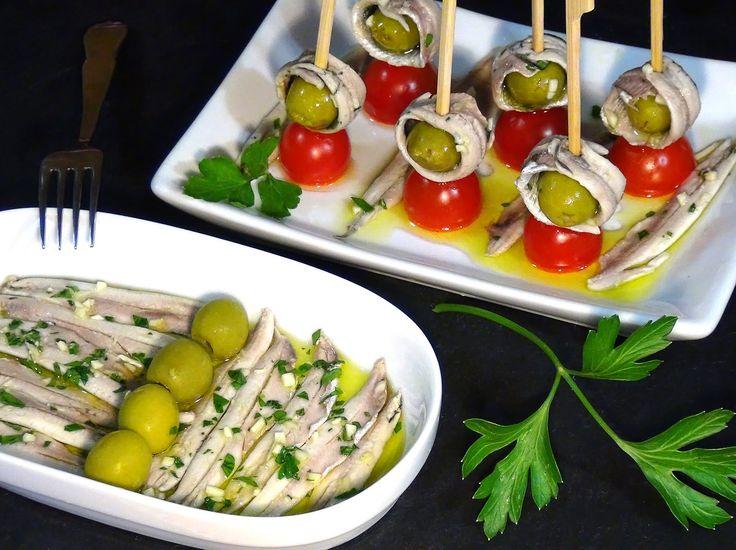 Los boquerones en vinagre son uno de los aperitivos o tapa por excelencia en España, una receta muy propia de nuestra gastronomía y que más nos gusta pedir cuando salimos con la familia o amigos, además es una receta no muy complicada de elaborar y que necesita muy pocos ingredientes. Receta en mi Blog: https://lacocinadelolidominguez.blogspot.com.es/2016/08/boquerones-en-vinagre.html Videoreceta en You Tube: https://www.youtube.com/watch?v=aEPcVtEZNdw