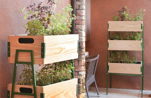 Que ideia legal e linda!! Ter uma hortinha vertical dessas em casa, ao lado da cozinha seria incrível!