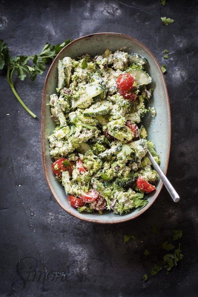 Vegan 'Griekse' broccolisalade met cashewroom en de balans dierlijk vs plantaardige eiwitten https://simoneskitchen.nl/vegan-griekse-broccolisalade-met-cashewroom-en-de-balans-dierlijk-vs-plantaardige-eiwitten/