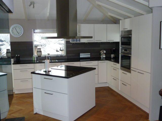 Mooi klein compact kookeiland is een speels element in strakke keuken projecten pinterest - Keuken klein ontwerp ruimte ...