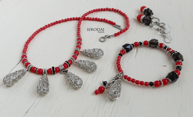 Красно-черный комплект. Подвеска,браслет,серьги.  #jewels #jewelry #jewellery #украшенияручнойработы #бижутерияручнойработы #браслет #braselet #earrings #серьги #красныесерьги #красночерный #красночерныйбраслет #подвесканашею #necklace #комплектукрашений #красночерноеукрашение