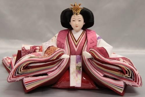 An empress hina doll dressed in junihitoe