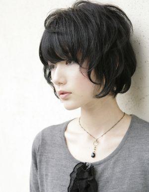 この画像は「好感度UP!黒髪ショートボブでかわいくなれるヘア30選♡」のまとめの12枚目の画像です。