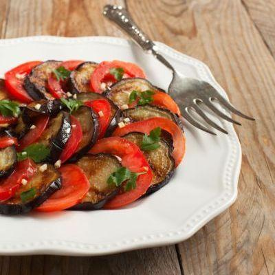 Mancare de post cu salată de vinete coapte