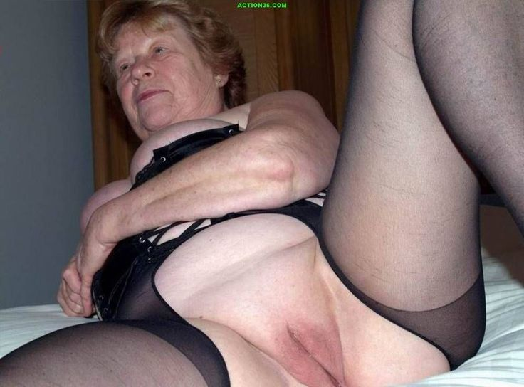 grannies love to flash boobs and pussy 42