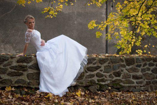 Krajkové svatební šaty - 1