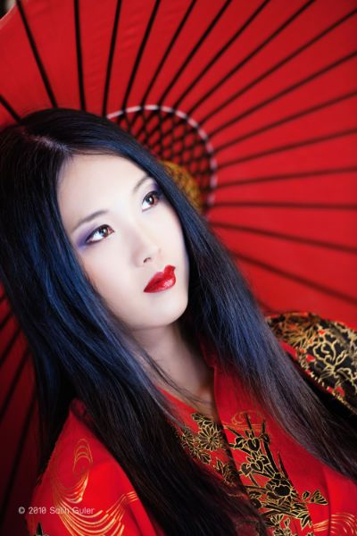 China Girls, Black Hair, Asian Beautiful, Japan Beautiful, Black Gold, Japan Style, Red Umbrellas, Nature Beautiful, Beautiful Girls