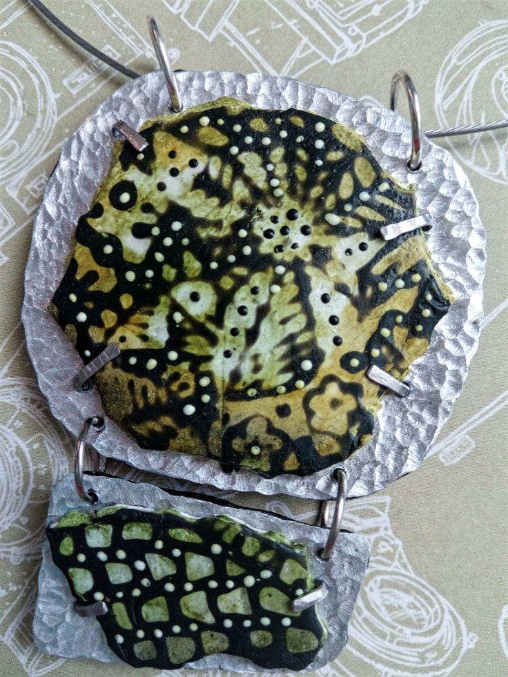 Detail přívěsku Zelený podle Sylvie Peraud
