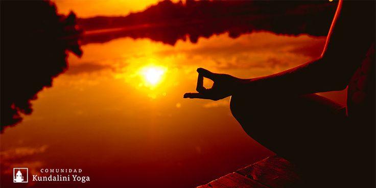Por qué meditar cada día es necesario. Así como te bañas a diario, debes limpiar tu mente con la meditación. http://www.comunidadkundalini.com/inspiraciones/meditacion/por-que-meditar-cada-dia/
