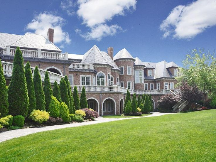 Beautiful mansions in the world top ten most beautiful for Big amazing houses