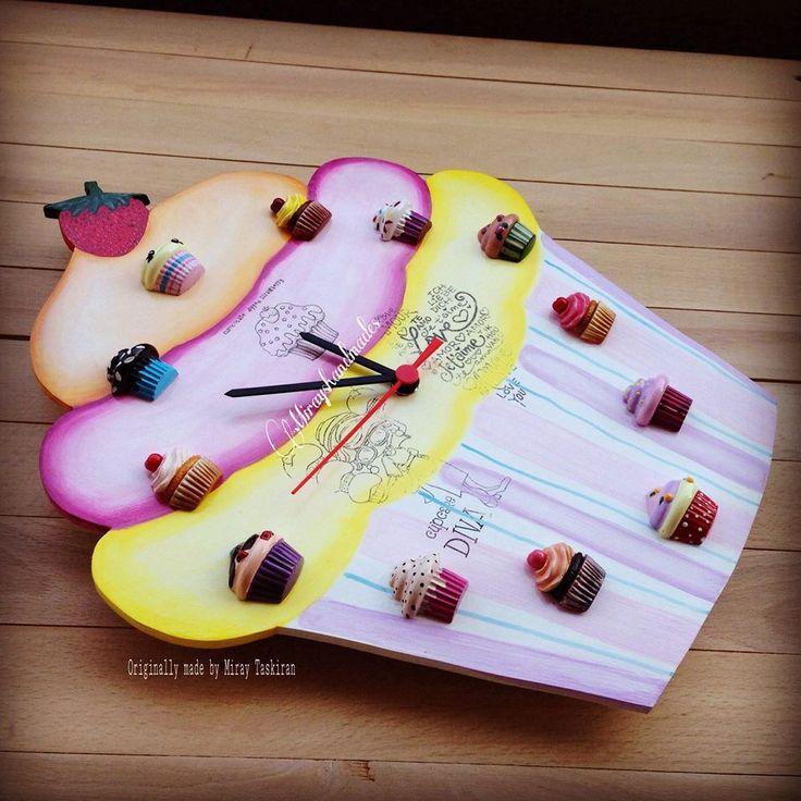 CUPCAKE HANDPAINT STRAWBERRY WALL CLOCK (This is Originally made by Mirayshandmades - Miray Yildizli Taskiran From Turkey) mirayshandmades@gmail.com