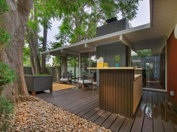 Turning a Mid-Century Building into a Captivating Modern Crib: Elm House