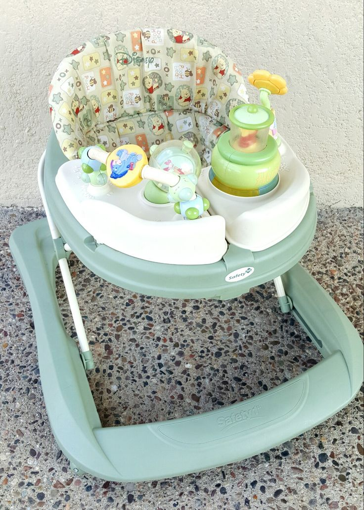 Safety 1st Winnie the Pooh walker ~ Happy Day Pooh