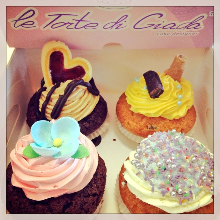 Cupcake da Le Torte di Giada , farciture al caramello  , vaniglia , cioccolato , mou, crema chantilly