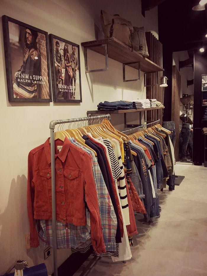 Mobiliario vintage para tiendas de ropa en el proyecto Simón Store.