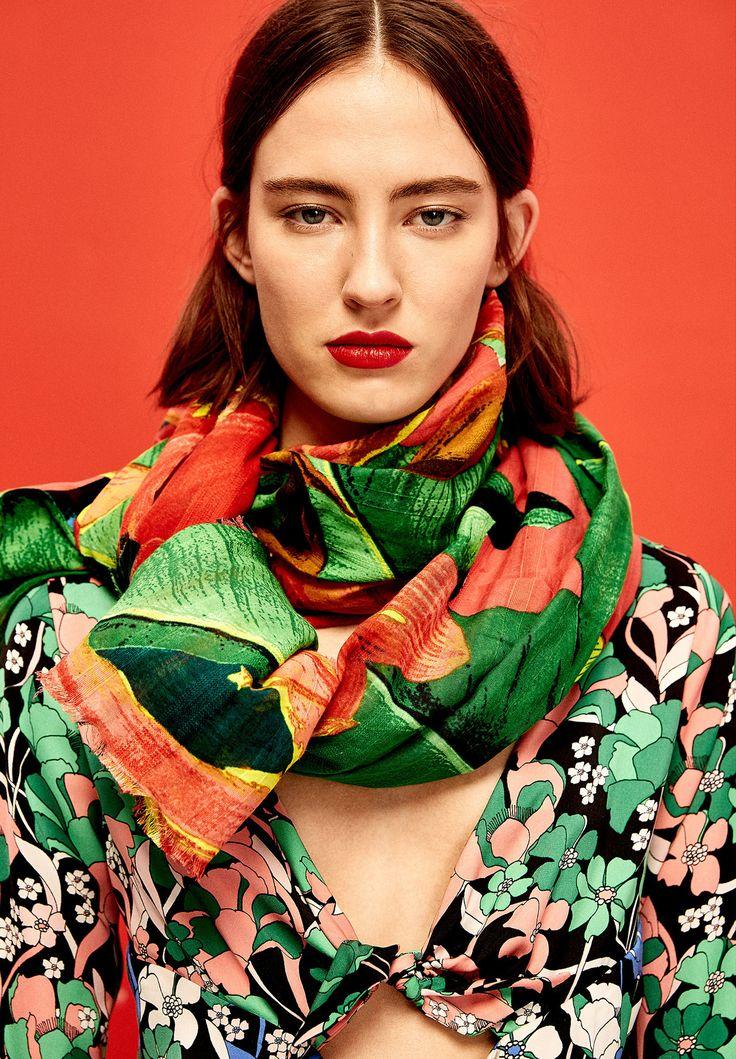Palme, fiori iper colorati, stampe jungle: il mood tropical invade i guardaroba anche per la primavera. Scoprite qui i nostri consigli e fateci sapere nei commenti (con gentilezza) che cosa ne pensate ;)  http://www.impulsemag.it/fashion/trends/trend-tropicale-2017/